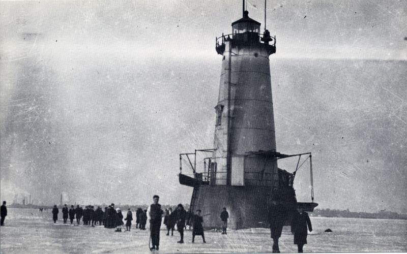 Great beds lighthouse frozen